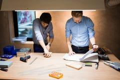 2 дизайнера работая совместно Стоковые Фото