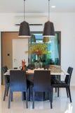 Дизайнерские инструменты на обеденном столе в живущей комнате Стоковая Фотография RF