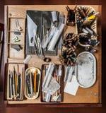 Дизайнерское рабочее место: карандаши, компасы и другое Стоковые Фото