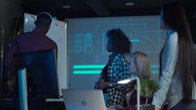 Дизайнеры имея встречать аккуратное whiteboard видеоматериал