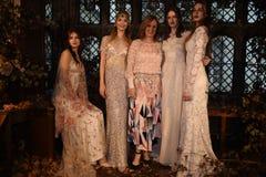 Дизайнер Claire Pettibone и модели представляя во время Claire Pettibone витрину собрания 4 сезонов Стоковые Фото