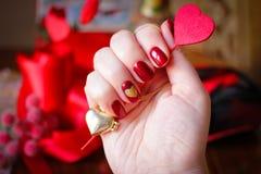 Дизайны ногтя с влюбленностью стоковые фотографии rf