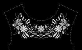 Дизайн вышивки стежком сатинировки с цветками Фольклорная линия флористическая ультрамодная картина для neckline платья Этническо Стоковая Фотография RF