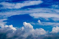 Дизайн, в небе облака Стоковое Фото