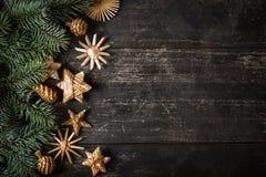 Дизайн границы рождества на деревянной предпосылке Стоковые Изображения RF