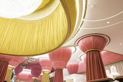 Дизайн интерьера, архитектура потолка уникально ткани материальная, роскошь Стоковые Фото
