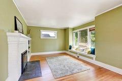 Дизайн интерьера живущей комнаты дома мастера Стоковые Фото