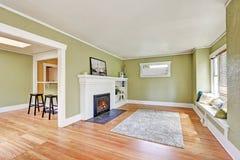 Дизайн интерьера живущей комнаты дома мастера Стоковая Фотография
