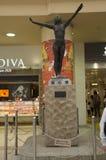 Дизайн интерьера и скульптура высекая памятник женщины внутри j Стоковые Фото
