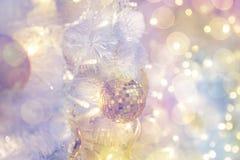 Дизайн интерьера комнаты рождества, дерево Xmas украшенное Pr светов Стоковые Изображения RF
