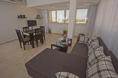Дизайн интерьера комнаты роскошной квартиры живущей Стоковая Фотография RF