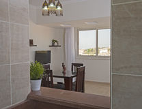 Дизайн интерьера комнаты роскошной квартиры живущей Стоковые Фотографии RF