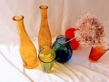 Дизайн искусства фото красного желтого голубого цвета зеркального стекла вазы современный стоковое изображение rf