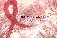Дизайн кампании рака молочной железы на предпосылке природы Стоковое Изображение RF