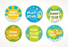 Дизайн кнопок и ярлыков детей Круглые милые установленные шаблоны штырей Стоковое фото RF