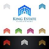 Дизайн логотипа вектора короля Имущества, недвижимости с домом и экологичность формируют, изолированный на белой предпосылке Стоковые Фотографии RF