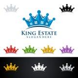 Дизайн логотипа вектора короля Имущества, недвижимости с домом и экологичность формируют, изолированный на белой предпосылке Стоковые Изображения