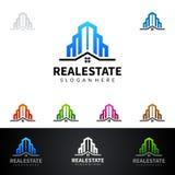Дизайн логотипа вектора недвижимости с домом и экологичность формируют, изолированный на белой предпосылке Стоковая Фотография