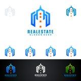 Дизайн логотипа вектора недвижимости с домом и экологичность формируют, изолированный на белой предпосылке Стоковое Изображение RF
