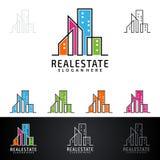 Дизайн логотипа вектора недвижимости с домом и экологичность формируют, изолированный на белой предпосылке Стоковые Фотографии RF