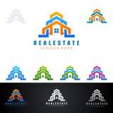 Дизайн логотипа вектора недвижимости с домом и экологичность формируют, на белой предпосылке Стоковые Фото