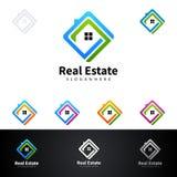 Дизайн логотипа вектора недвижимости с домом и экологичность формируют, на белой предпосылке Стоковое Фото