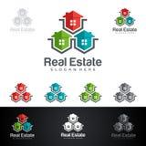 Дизайн логотипа вектора недвижимости с домом и экологичность формируют, на белой предпосылке Стоковые Изображения RF