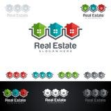 Дизайн логотипа вектора недвижимости с домом и экологичность формируют, на белой предпосылке Стоковое фото RF