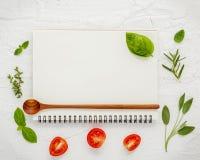 Дизайн меню еды предпосылки и еды Различный ингридиент трав Стоковые Фотографии RF