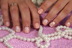 Дизайн ногтя молодости в пастельных тенях Стоковые Изображения RF