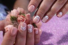 Дизайн ногтя молодости в пастельных тенях Стоковые Изображения