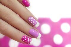 Дизайн ногтя с белыми точками Стоковые Фотографии RF