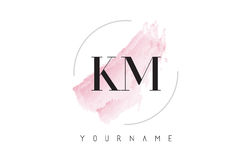 Дизайн логотипа письма акварели KM k m с круговой картиной щетки Стоковое Изображение RF