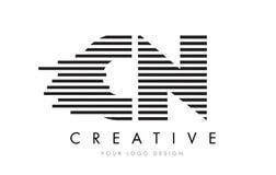 Дизайн логотипа письма зебры CN c n с черно-белыми нашивками Стоковое Фото
