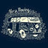 Дизайн печати футболки винтажного приключения располагаясь лагерем Стоковые Изображения RF