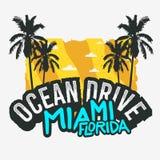 Дизайн плаката лета Miami Beach Флориды привода океана с иллюстрацией пальм Стоковые Изображения RF