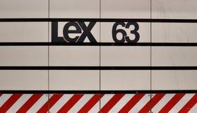 Дизайн плитки знака вокзала MTA предпосылки NYC метро Нью-Йорка стоковая фотография rf