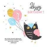 Дизайн поздравительой открытки ко дню рождения с днем рождений с милым сычом и воздушными шарами иллюстрация штока