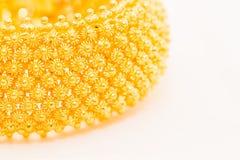 Дизайн пули деревянный на браслете золота Стоковые Фото