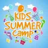 Дизайн плаката, знамени или рогульки летнего лагеря детей иллюстрация штока