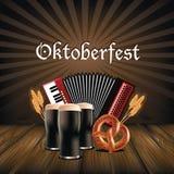 Дизайн плаката кренделя пива аккордеона Oktoberfest Стоковые Фотографии RF