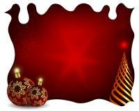 Дизайн рождества с белой рамкой, красными шариками, золотой рождественской елкой и грациозными снежинками бесплатная иллюстрация