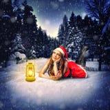 Дизайн рождественской открытки - красивая женщина Стоковая Фотография
