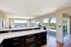 Дизайн современной кухни и живущей комнаты. Раскройте идею дизайна плана Стоковая Фотография RF
