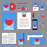 Дизайн шаблона канцелярских принадлежностей вектора с новым конвертом пробела собрания Стоковое фото RF