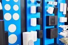 Дикторы на стене в магазине стоковая фотография rf
