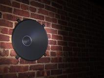 Диктор в стене кирпичей Стоковая Фотография RF