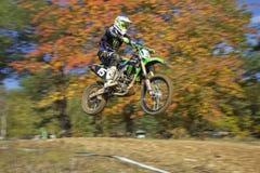 Динамическая съемка гонщика motocross Стоковое Фото