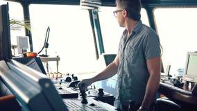Динамическое располагая оборудование корабля моста operationg офицера сосуда акции видеоматериалы