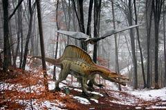 Динозавры в лесе стоковое изображение rf